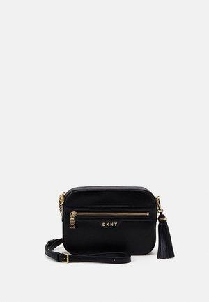 POLLY CAMERA BAG SUTTON - Across body bag - black/gold-coloured