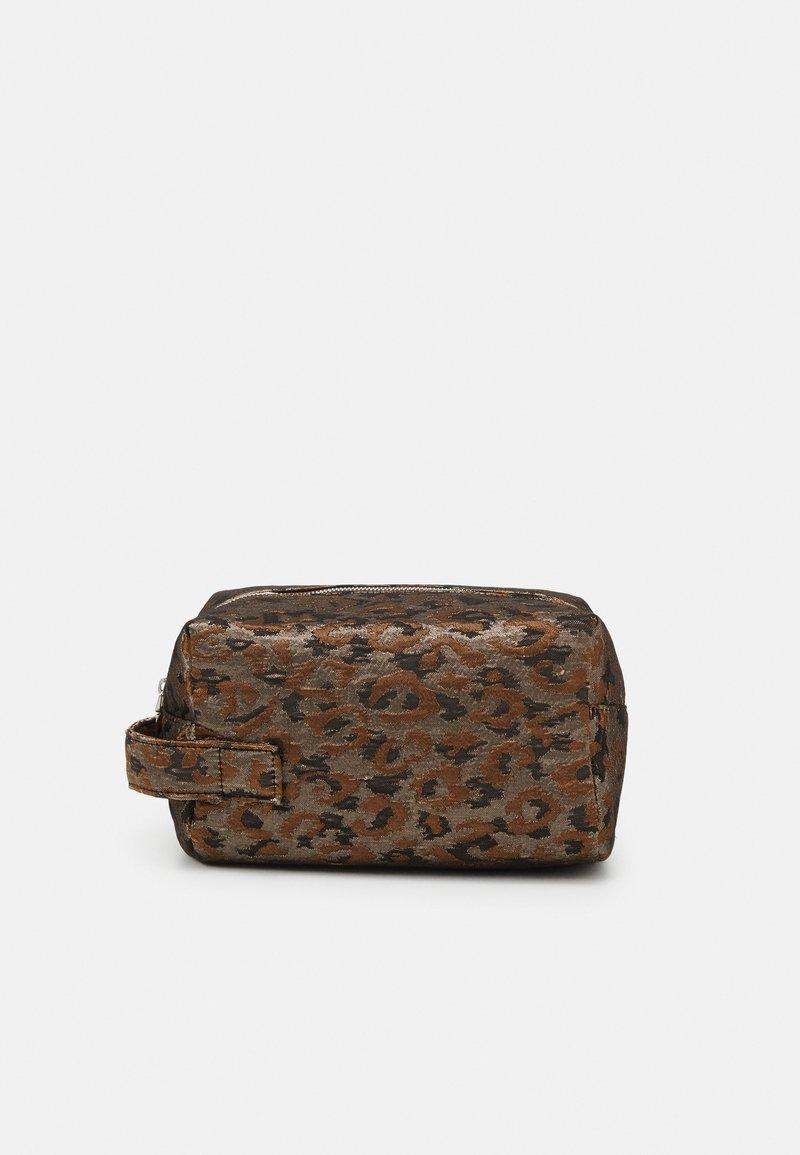 HVISK - AVER LEOPARD - Wash bag - silver/brown/multi