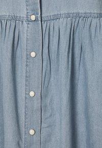 Freequent - FQDOBBY PUFF - Denimové šaty - light blue denim - 2