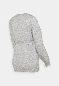MAMALICIOUS - MLANNE - Sweter - light grey melange - 1