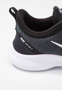 Nike Performance - FLEX EXPERIENCE RN 8 - Paljasjalkajuoksukengät - black/white/cool grey/reflect silver - 5