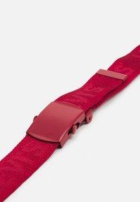 Levi's® - TONAL TICKFAW WEB BELT - Pasek - regular red - 2