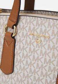 MICHAEL Michael Kors - EMMA SATCHEL - Handbag - vanilla/acorn - 5