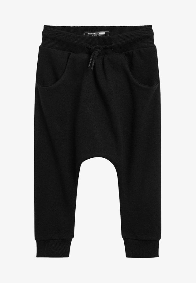 STONE DROP CROTCH - Teplákové kalhoty - black