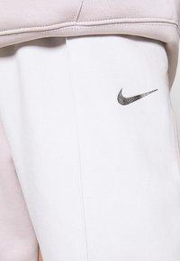 Nike Sportswear - Trainingsbroek - platinum violet/vast grey - 5