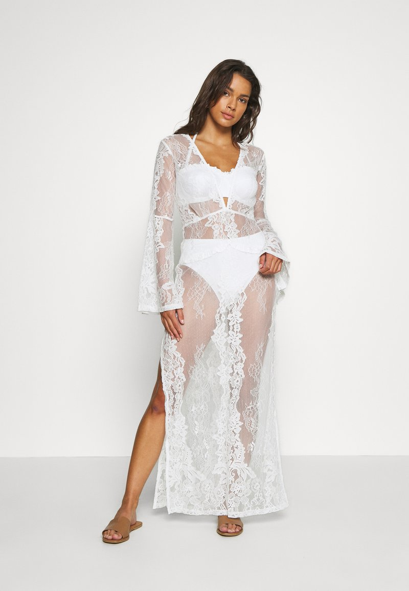 Missguided - PREMIUM LACE PLUNGE LONG SLEEVE MAXI DRESS - Doplňky na pláž - nude