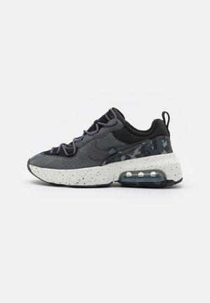 AIR MAX VERONA 2.0 - Sneakers laag - black/iron grey/summit white/volt glow