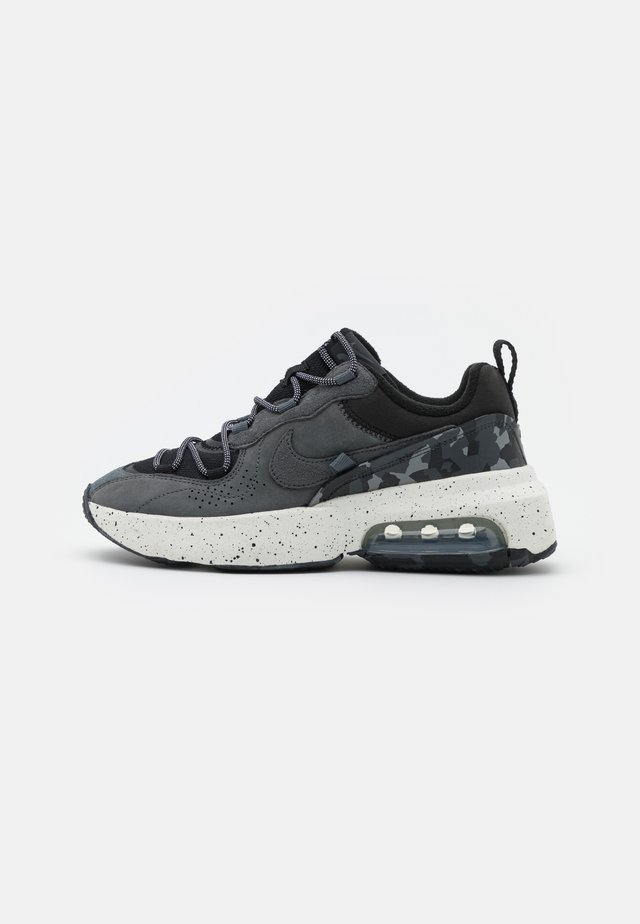 AIR MAX VERONA 2.0 - Sneakersy niskie - black/iron grey/summit white/volt glow