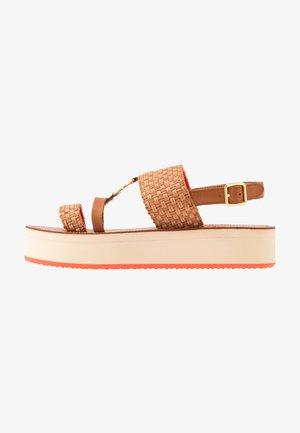 MIDVILLE  - Sandály na platformě - cognac/coral