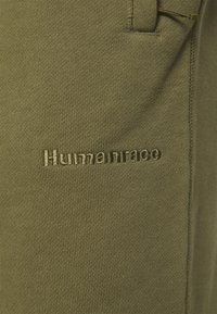 adidas Originals - BASICS UNISEX - Spodnie treningowe - olive cargo - 4