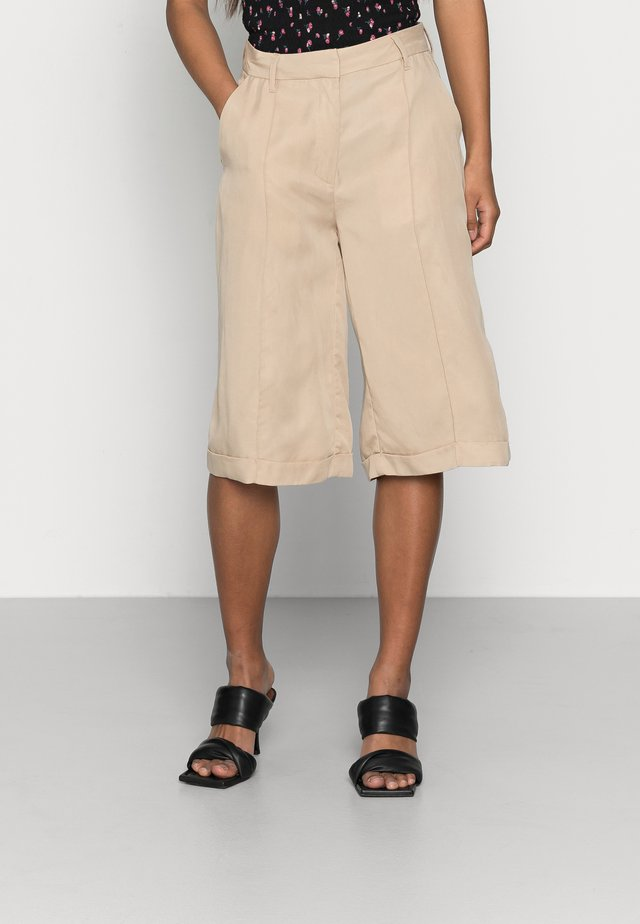 VMVIVIANA  PINTUCK - Shorts - beige