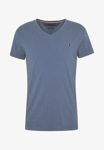 STRETCH V NECK TEE - Jednoduché triko - blue