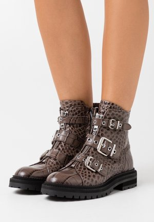 Cowboy/biker ankle boot - taupe/silver