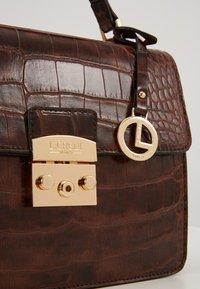 L. CREDI - FEODORA - Handbag - braun - 3