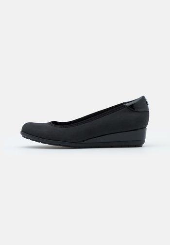 COURT SHOE - Escarpins compensés - black