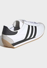 adidas Originals - COUNTRY OG SHOES - Trainers - white - 3