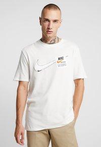 Nike Sportswear - TEE  - Camiseta estampada - sail - 0