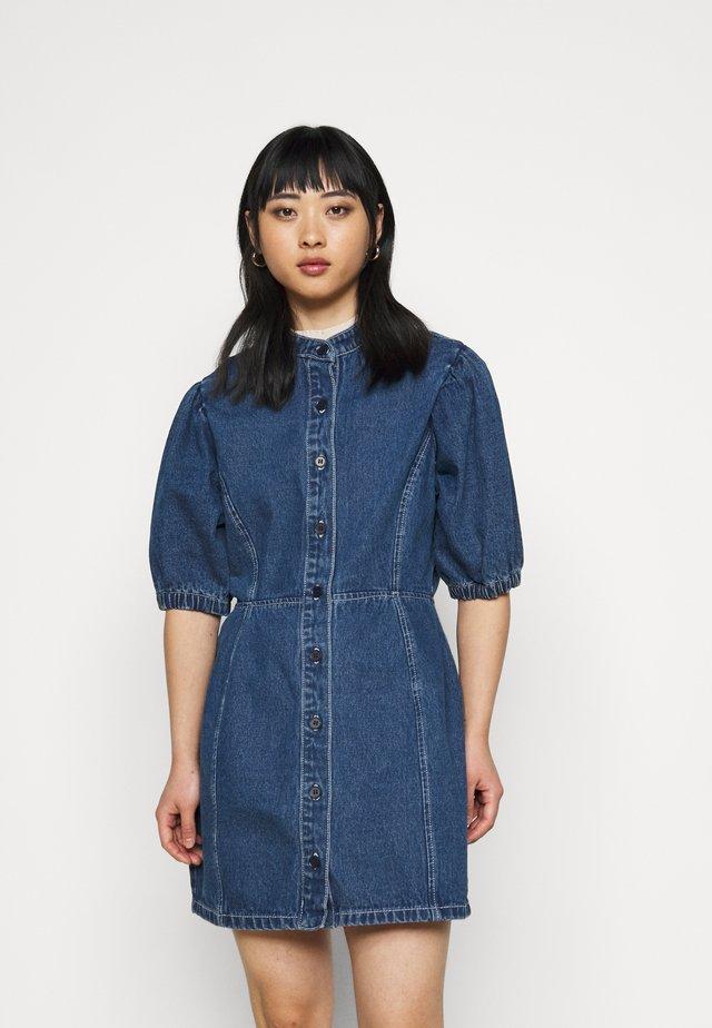 CINCHED WAIST BALLOON SLEEVE DRESS - Denimové šaty - blue