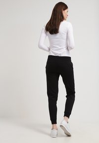 Zalando Essentials - Tracksuit bottoms - black - 2