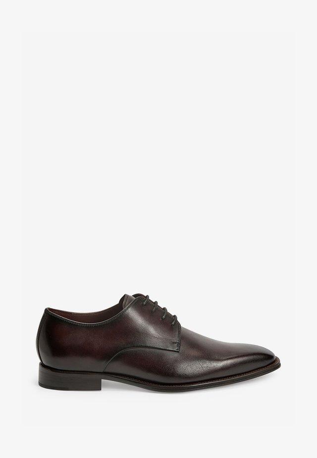 Elegantní šněrovací boty - dark purple