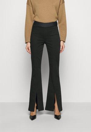 ESTELLAH HIGH RISE SPLIT FLARE - Široké džíny - seriously black