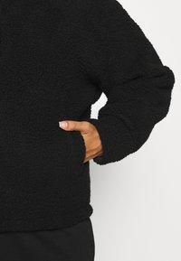 Pieces Curve - PCCAMINO JACKET - Fleece jacket - black - 4