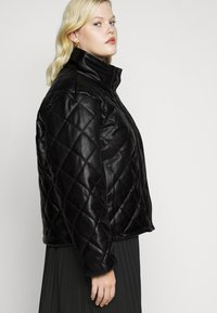 Glamorous Curve - QUILTED JACKET WITH BUTTON DETAIL - Light jacket - black - 4