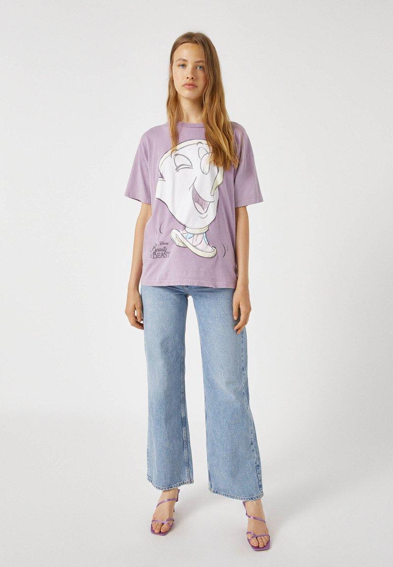 PULL&BEAR - MIT TASSILO-MOTIV - Print T-shirt - mauve
