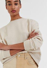 PULL&BEAR - Sweatshirt - off white - 3