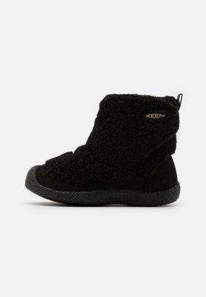 HOWSER II MID UNISEX - Hiking shoes - fuwafuwa black