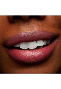 MAC - LOVE ME LIPSTICK - Lipstick - hey, frenchie! - 4
