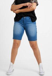 Zizzi - EMILY SLIM LEG - Shorts - light blue denim - 0