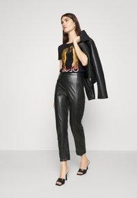 Liu Jo Jeans - MODA - T-shirts print - nero - 1