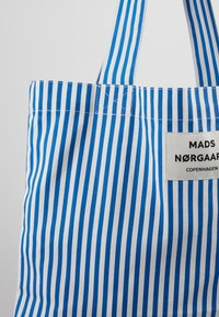 Mads Nørgaard - ATOMA - Shopping Bag - blue/white - 2