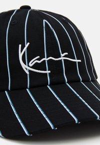 Karl Kani - SIGNATURE PINSTRIPE UNISEX - Cap - black - 3