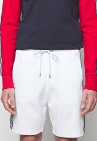 Michael Kors - BLOCKED LOGO  - Shorts - white - 4