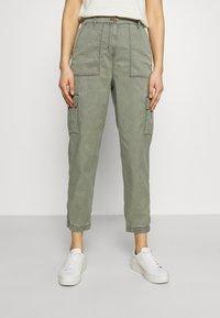 Marks & Spencer London - ULTIMATE - Cargo trousers - khaki - 0