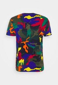 Polo Ralph Lauren - CUSTOM SLIM FIT POLO PONY CAMO T-SHIRT - T-shirt con stampa - spectre player camo - 1