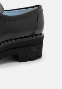 CHIARA FERRAGNI - Platform heels - black - 4