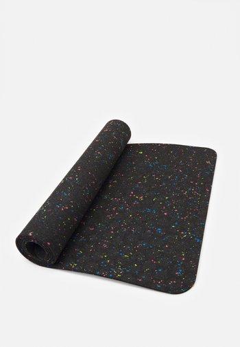 FLOW YOGA MAT 4 MM - Fitness / Yoga - black