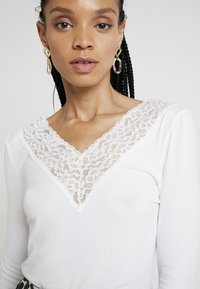 Pieces - PCSIRI - Long sleeved top - bright white - 4