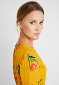 mint&berry - Day dress - yellow - 4