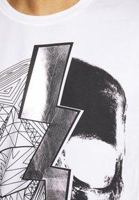 Religion - LIGHTNING SKULL TEE - T-shirt imprimé - white - 4