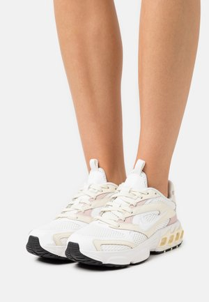 ZOOM AIR FIRE - Trainers - coconut milk/summit white/pink oxford/white