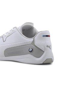 Puma - PUMA BMW M MOTORSPORT DRIFT CAT 8 RUNNING SHOES MALE - Baskets basses - white/silver - 5