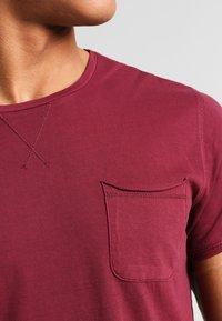 Pier One - Basic T-shirt - bordeaux - 3