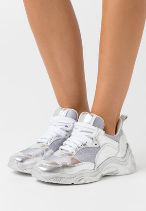 Trainers - silver/white