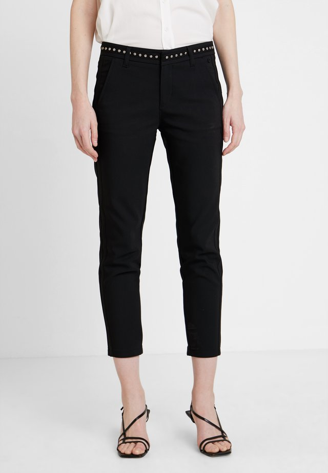 CLAUDIA POLYNEO - Trousers - black