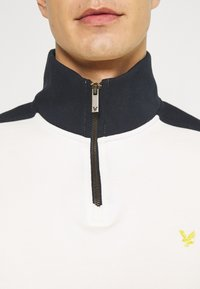 Lyle & Scott - CUT AND SEW FUNNEL NECK RELAXED FIT - Sweatshirt - vanilla ice - 6