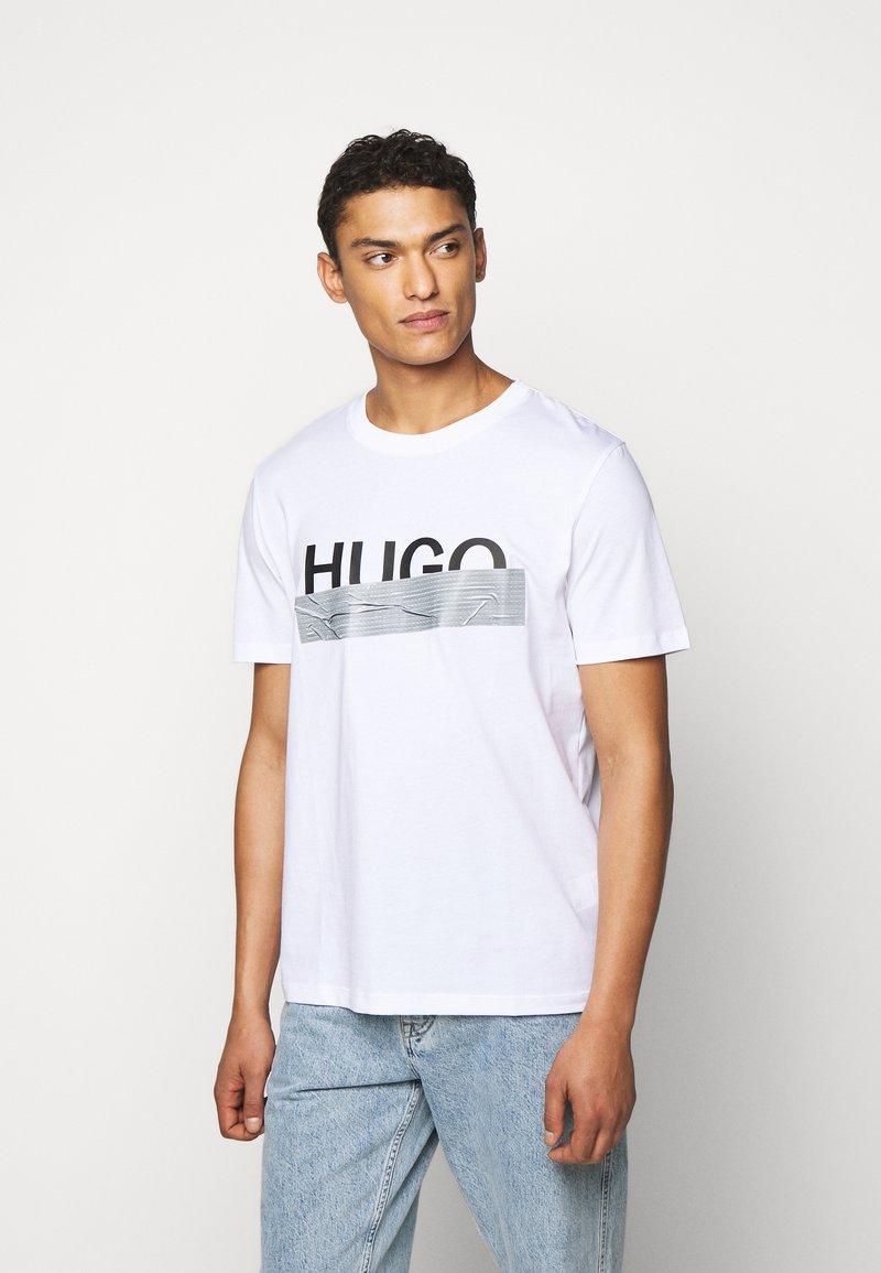 HUGO - DICAGOLINO - Print T-shirt - white